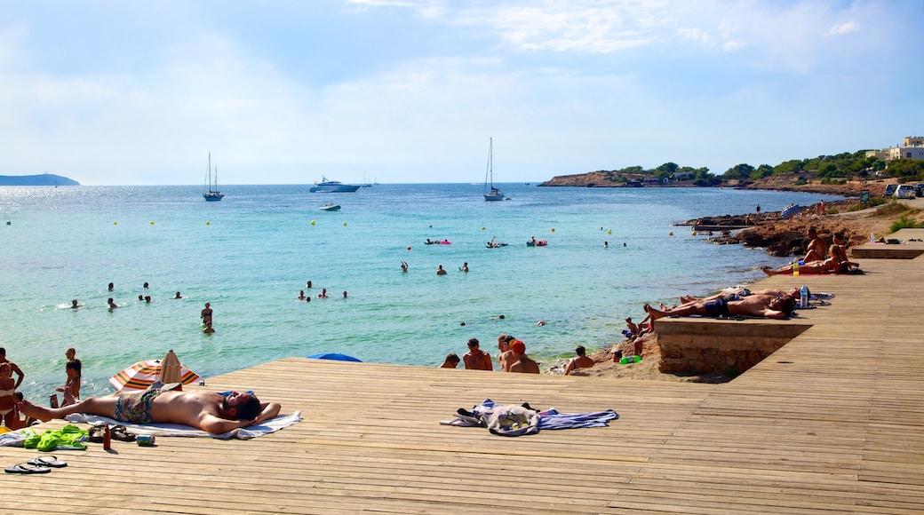 Playa de Caló des Moro toont een baai of haven, landschappen en een zandstrand