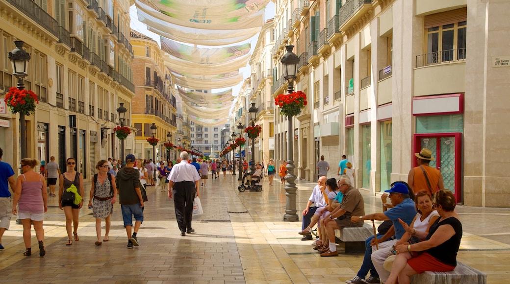 Centro histórico de Málaga caracterizando cenas de rua, arquitetura de patrimônio e uma cidade