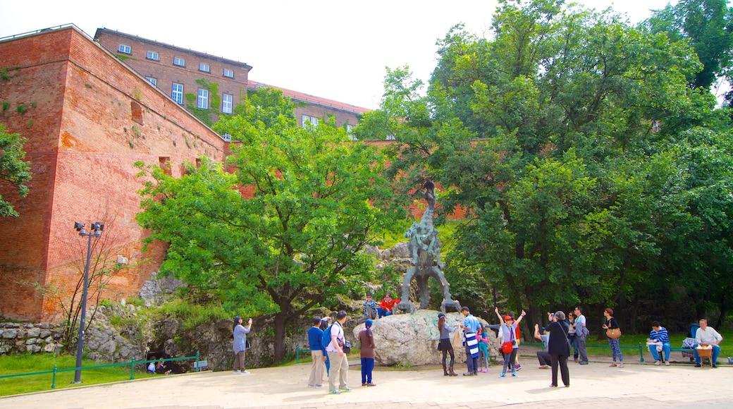 Grotte du Dragon qui includes art en plein air, jardin et statue ou sculpture
