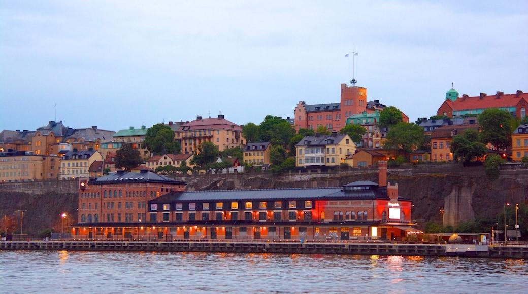 Fotografiska-valokuvamuseo featuring joki tai puro ja kaupunki