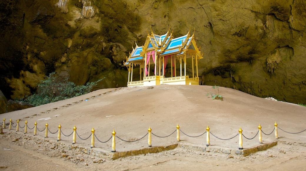 Khao Sam Roi Yot 國家公園 其中包括 廟宇或禮拜堂 和 歷史建築