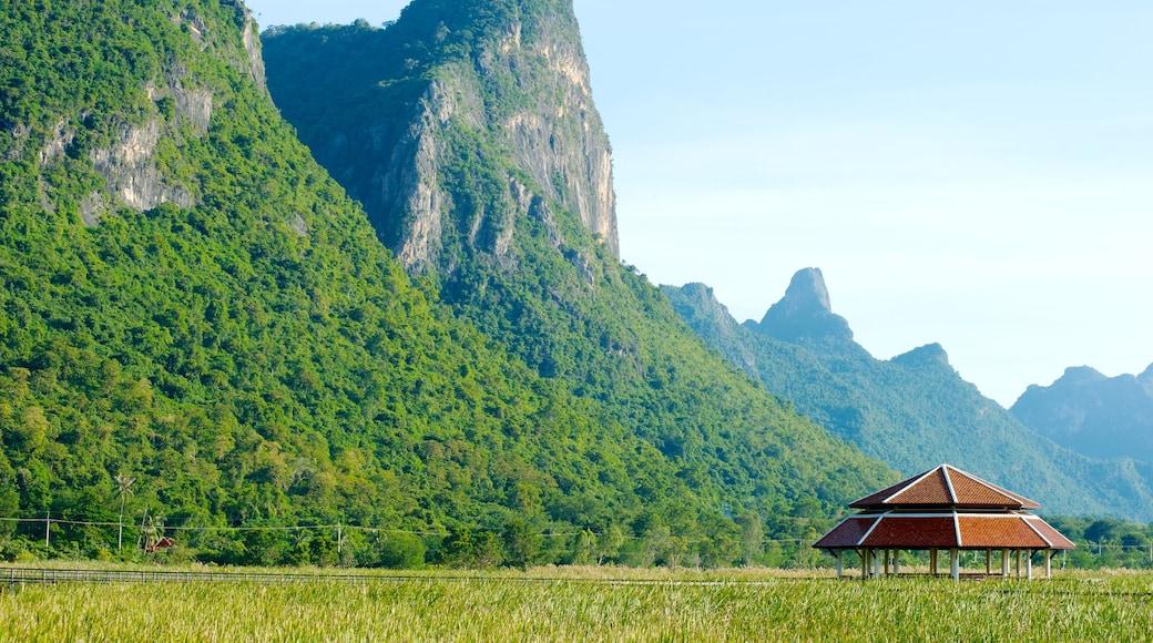 อุทยานแห่งชาติเขาสามร้อยยอด แสดง ภูเขา และ วิวทิวทัศน์