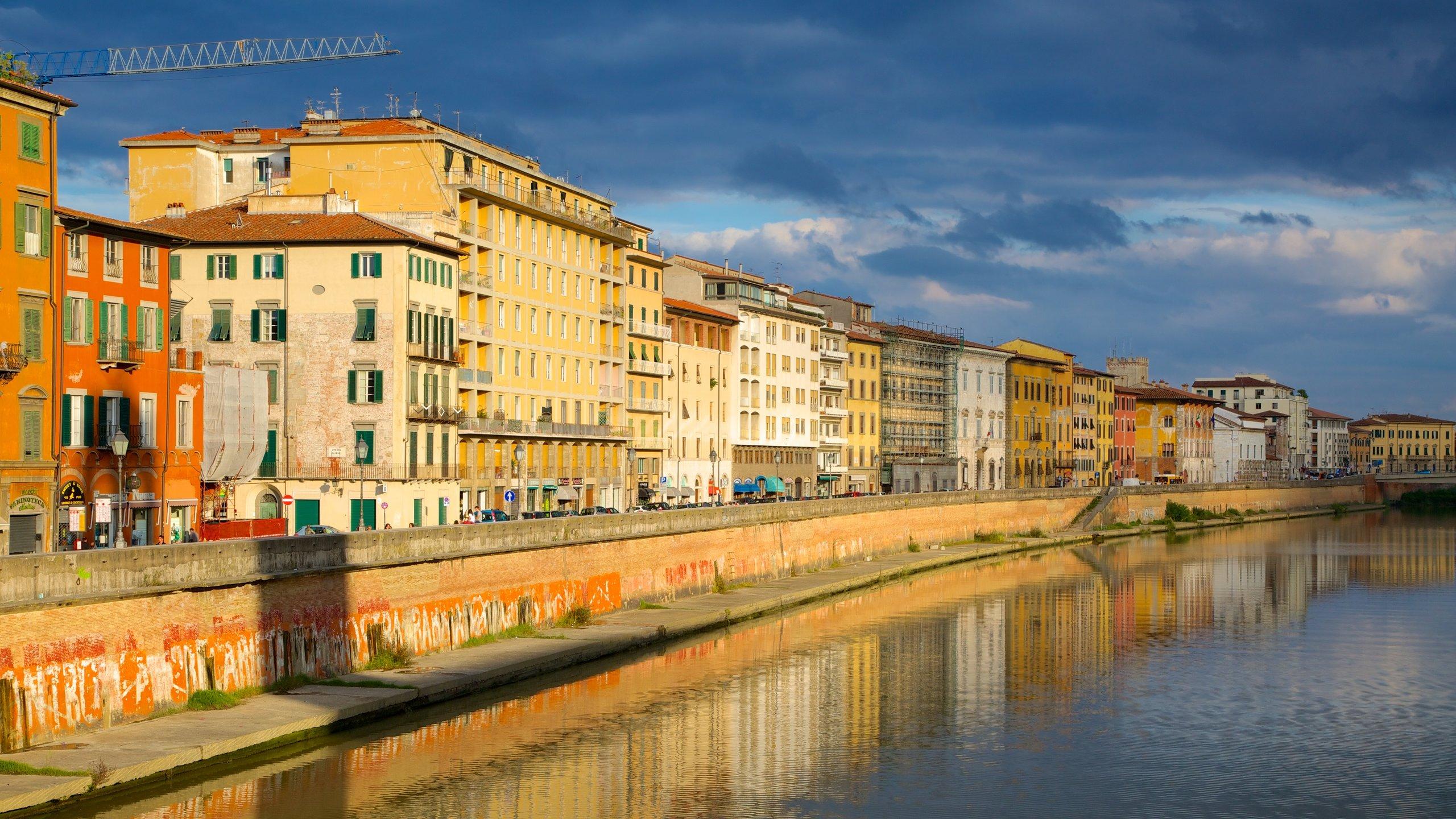 Få en flott naturopplevelse ved å utforske Arno River under besøket i Firenze. Dette urbane området har et elveområde som passer godt for en trivelig spasertur, og interessante museer du også bør oppleve.