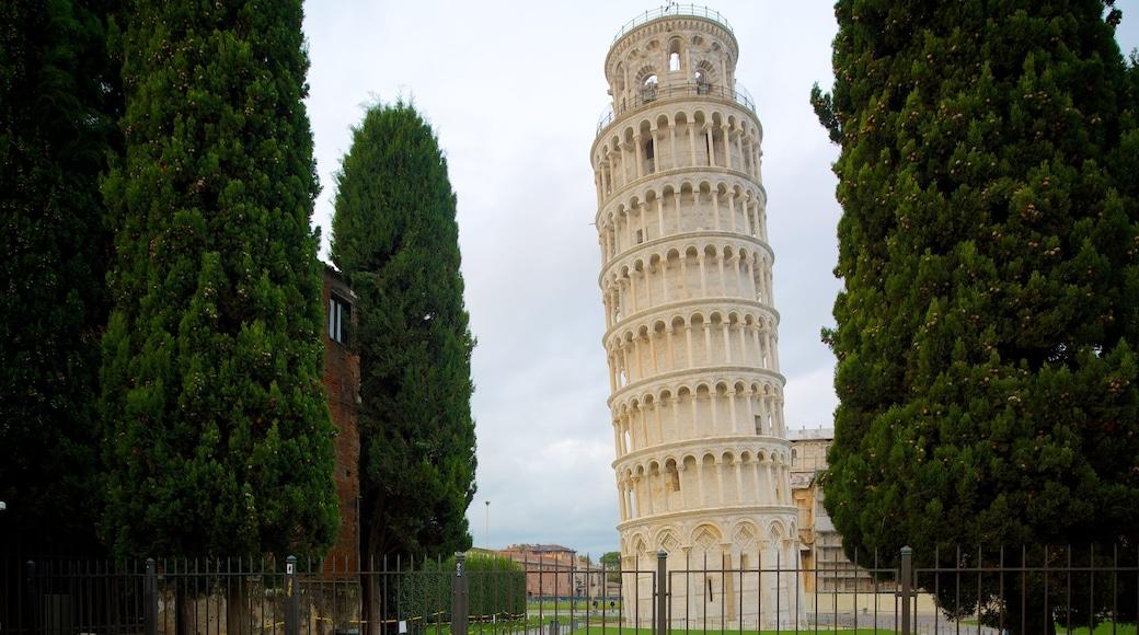 Torre Pendente mostrando architettura d\'epoca e oggetti d\'epoca