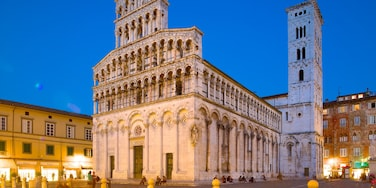 Lucca showing a church or cathedral, heritage architecture and a square or plaza