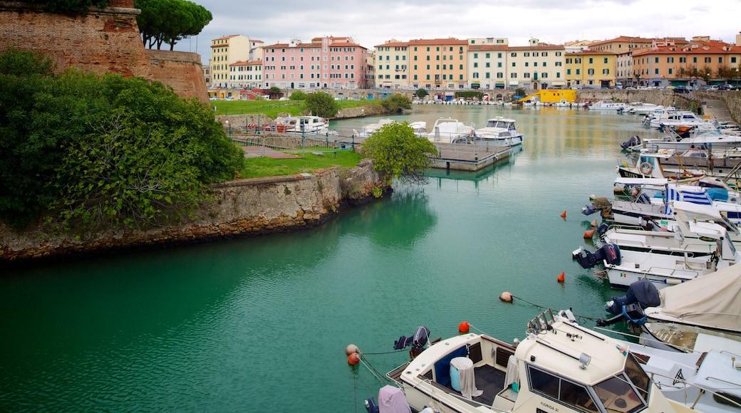 Fortezza Nuova mostrando fiume o ruscello, porto turistico e giro in barca