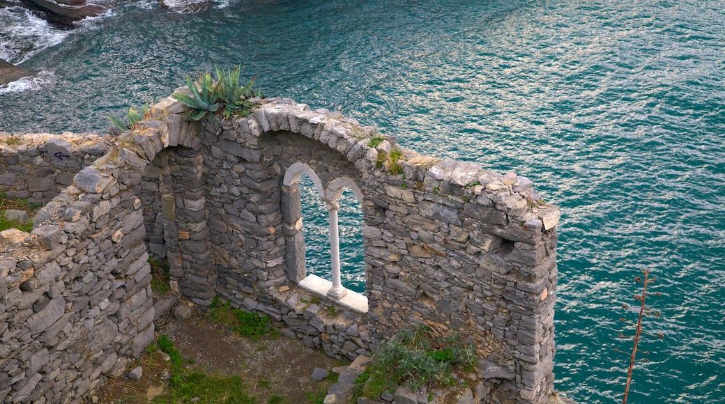 La Spezia inclusief vervallen gebouwen en algemene kustgezichten