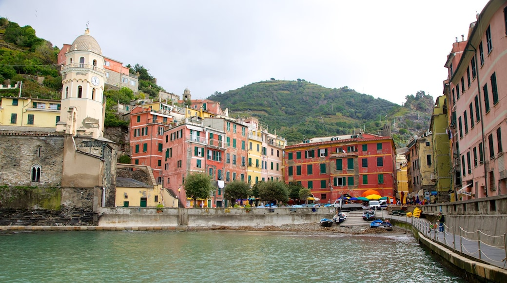 Vernazza which includes heritage architecture and a bay or harbour