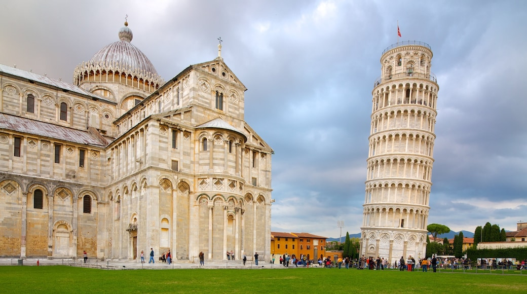 Torre Pendente che include monumento, chiesa o cattedrale e città
