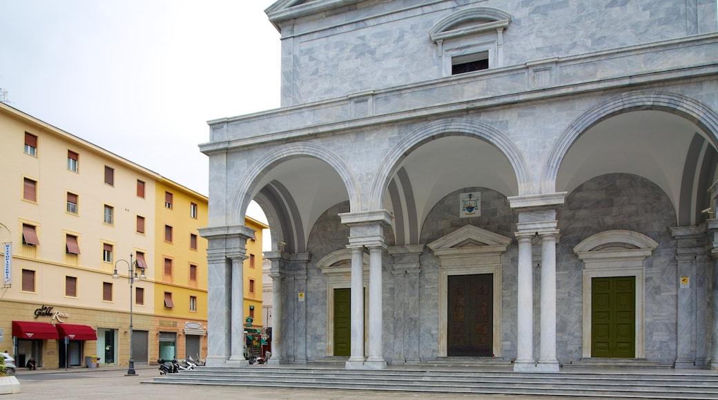 Palazzo Grande welches beinhaltet historische Architektur, Stadt und Straßenszenen