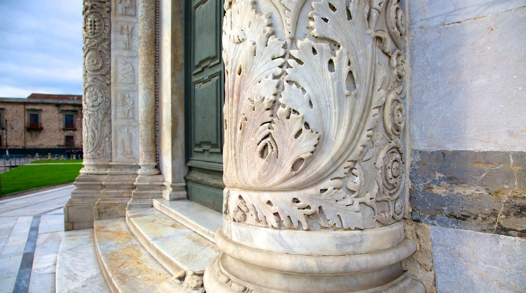 Baptistère de Pise mettant en vedette patrimoine architectural et église ou cathédrale
