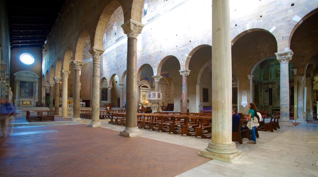 Basilique San Frediano qui includes vues intérieures, patrimoine architectural et église ou cathédrale