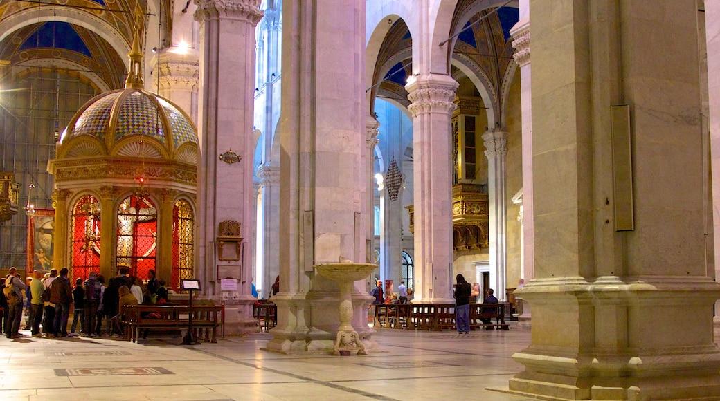อาสนวิหาร St Martin เนื้อเรื่องที่ องค์ประกอบด้านศาสนา, โบสถ์หรือวิหาร และ มรดกทางสถาปัตยกรรม