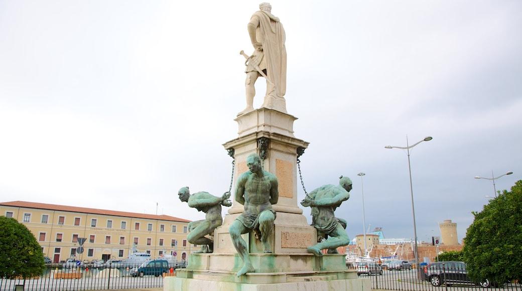 Monumento dei Quattro Mori mit einem Stadt, Outdoor-Kunst und Statue oder Skulptur