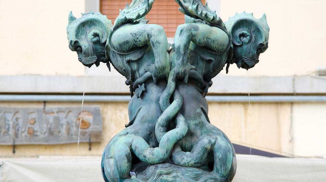 Monumento dei Quattro Mori mit einem Outdoor-Kunst, Monument und Statue oder Skulptur