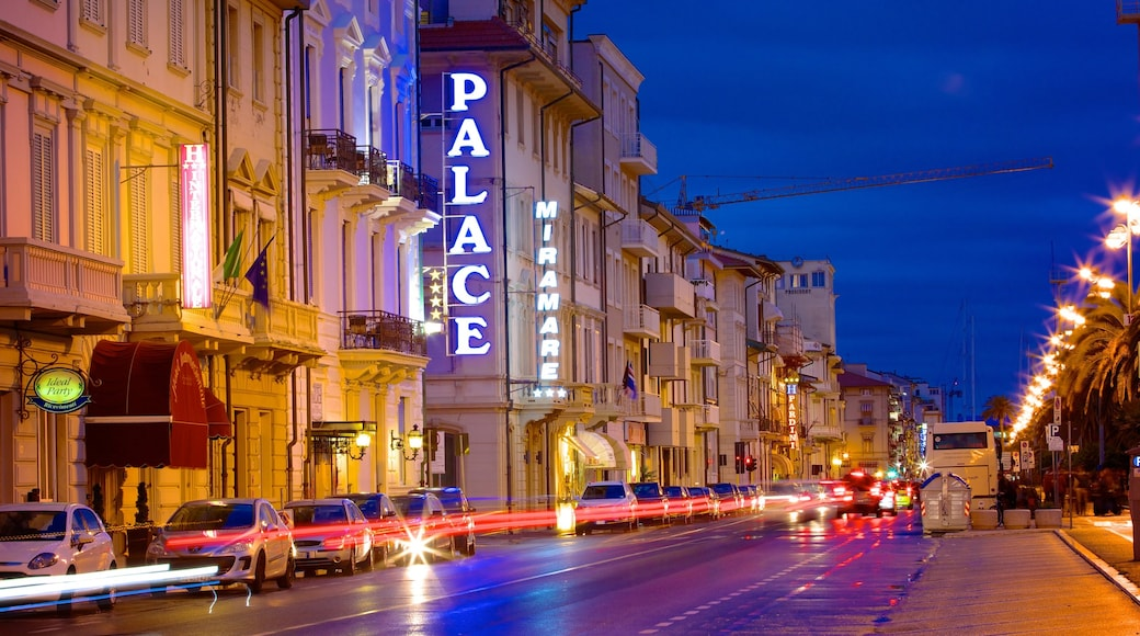 Passeggiata di Viareggio caratteristiche di città, architettura d\'epoca e strade