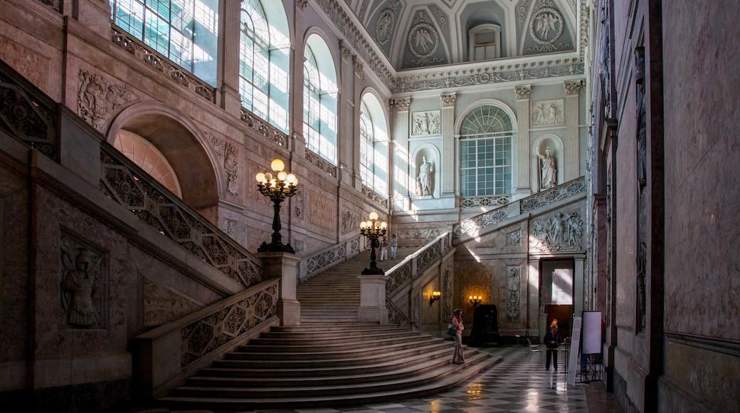 Nápoles que incluye patrimonio de arquitectura y vistas interiores