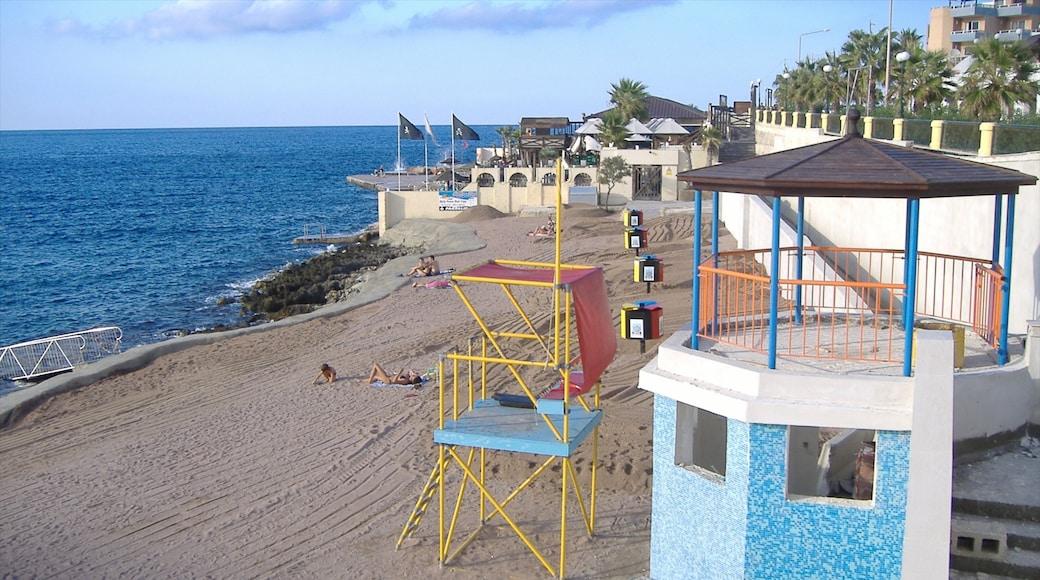 Bugibba mit einem schroffe Küste, Sandstrand und Ansichten