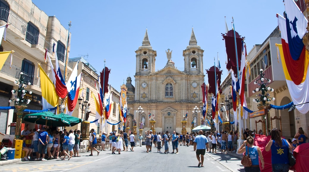 Zurrieq showing a city, a church or cathedral and heritage architecture