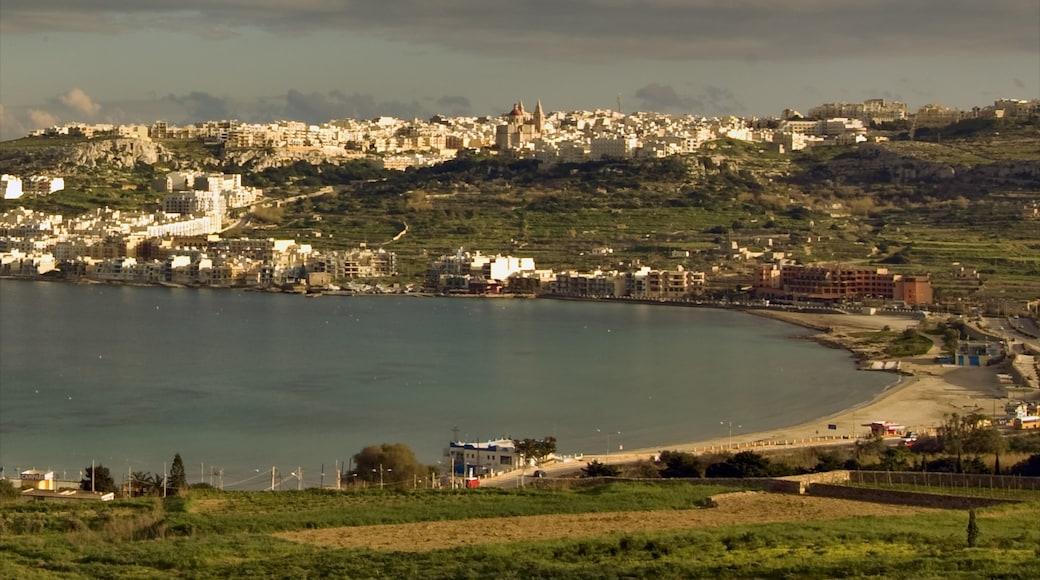 Mellieħa qui includes ville côtière, coucher de soleil et vues littorales