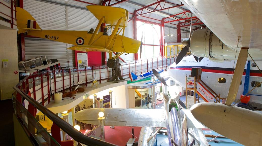 Solent Sky Museum welches beinhaltet Flugzeug und Innenansichten