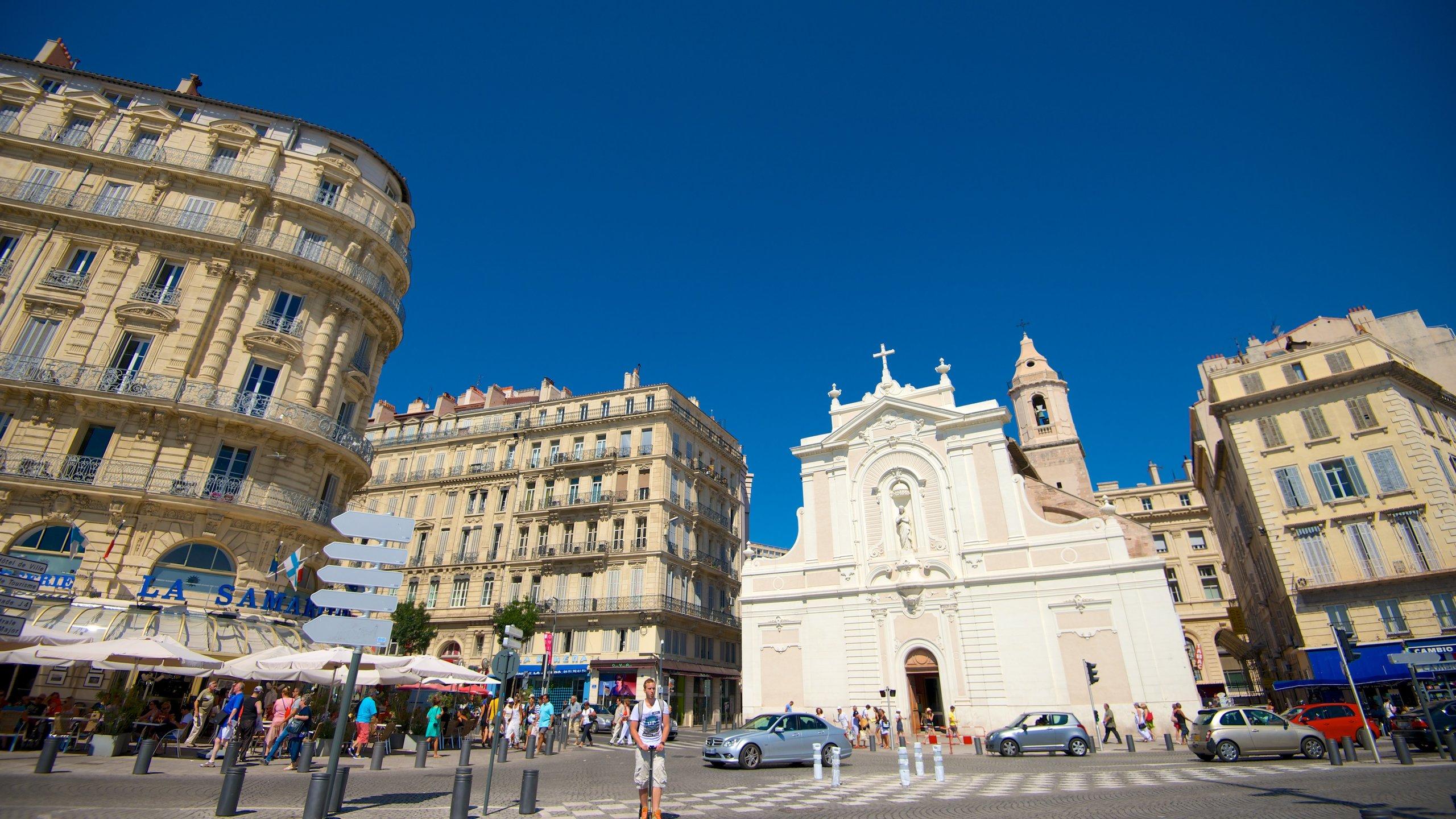 Dans le Vieux Port de Marseille, des siècles d'histoire vous contemplent. Vous y trouverez d'excellents cafés, des produits de qualité et profiterez d'une magnifique vue sur la ville et la Méditerranée.