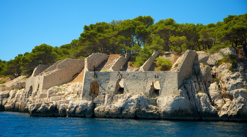 Calanques featuring rugged coastline and building ruins