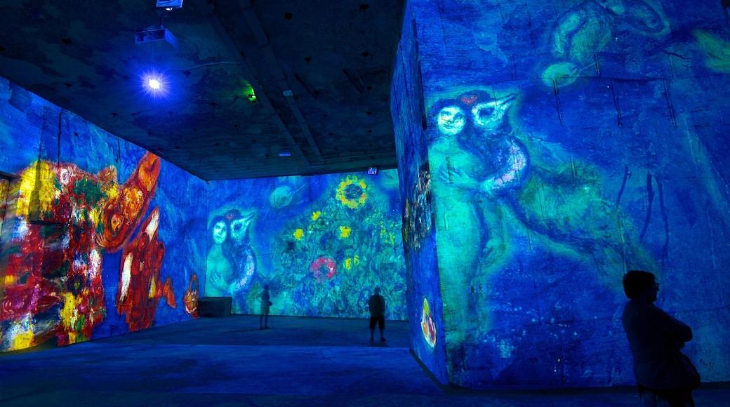 Carrières de Lumières montrant art et vues intérieures