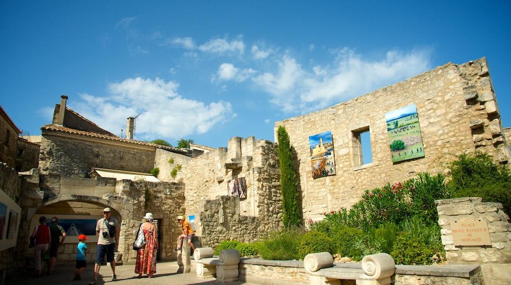 Château des Baux mettant en vedette patrimoine architectural et ruine