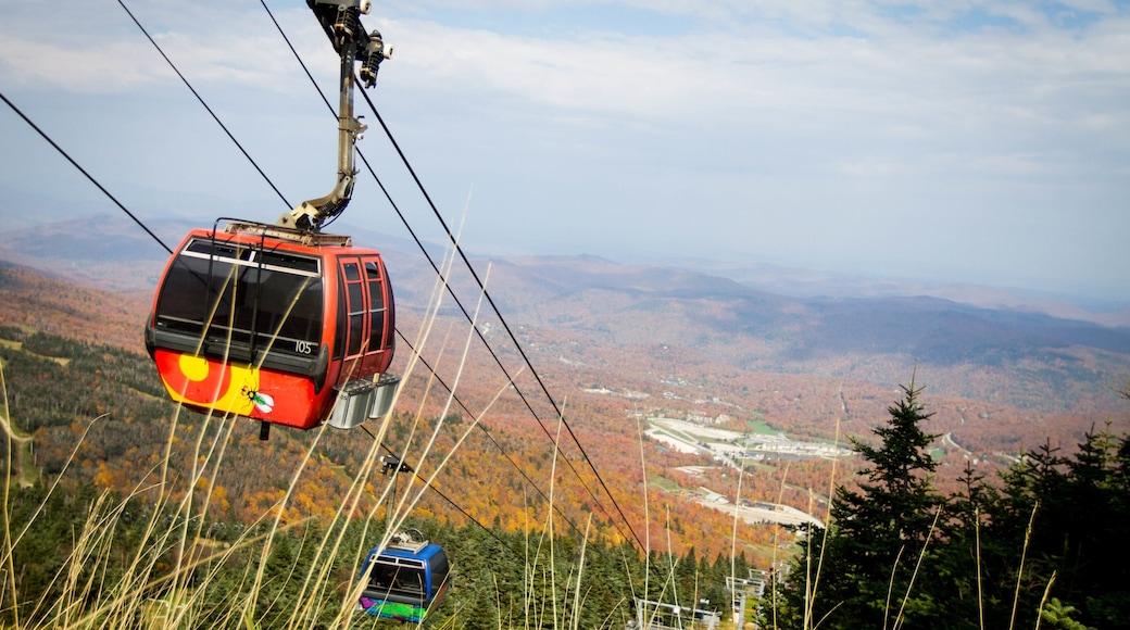 Killington Ski Resort mit einem Herbstblätter, Wälder und Gondel