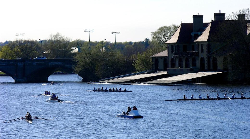Cambridge montrant épreuve sportive, rivière ou ruisseau et pont
