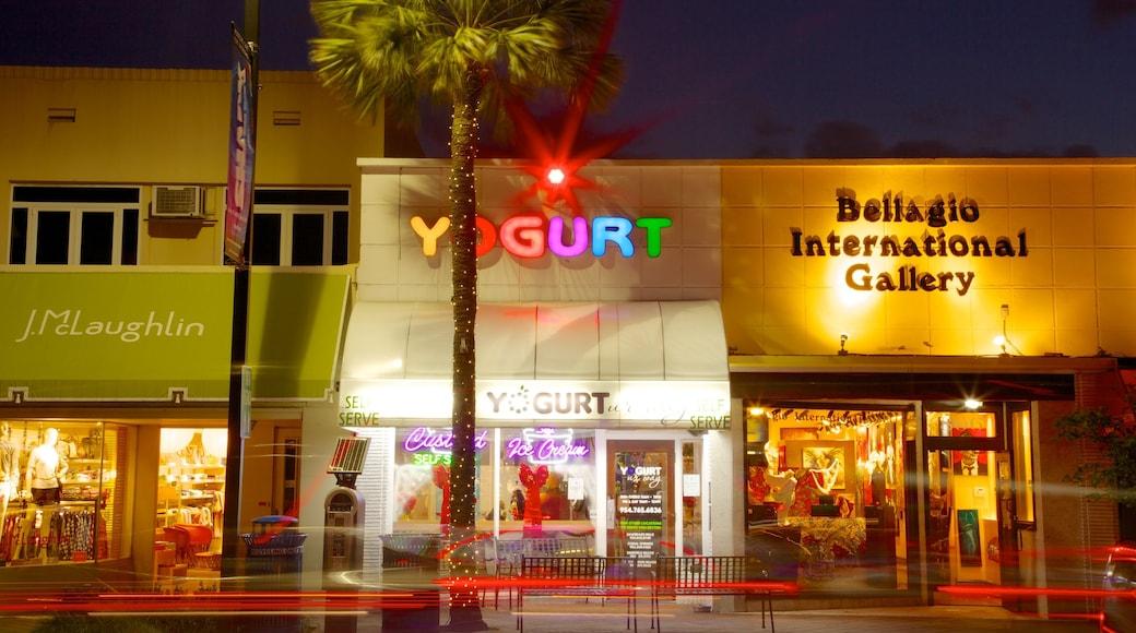 Las Olas Boulevard caratteristiche di paesaggio notturno, shopping e città
