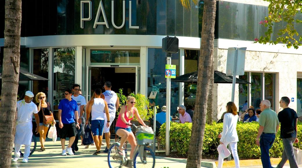Lincoln Road Mall toont een stad en fietsen