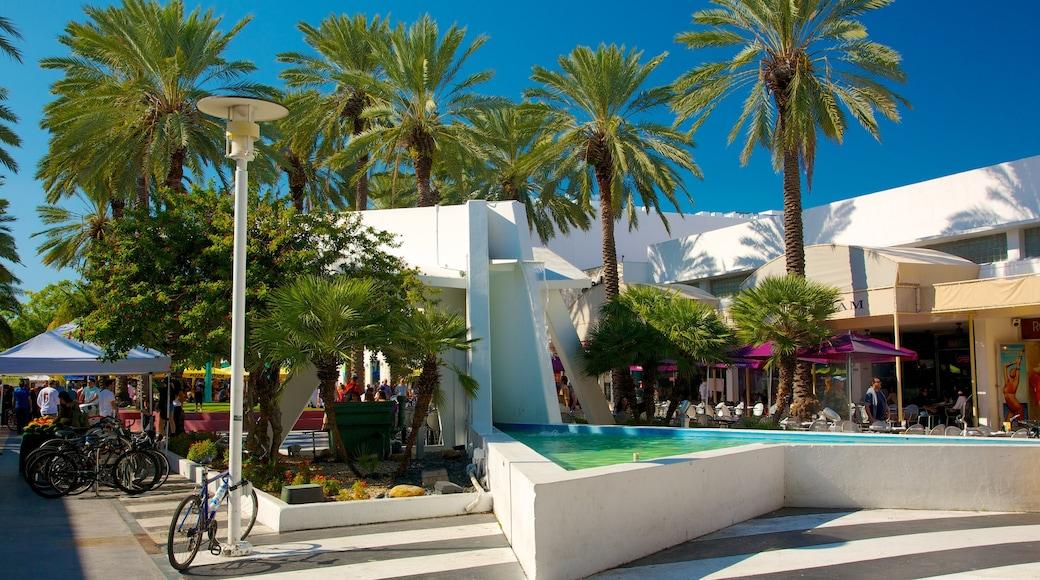 Lincoln Road Mall toont tropische uitzichten, een stad en moderne architectuur