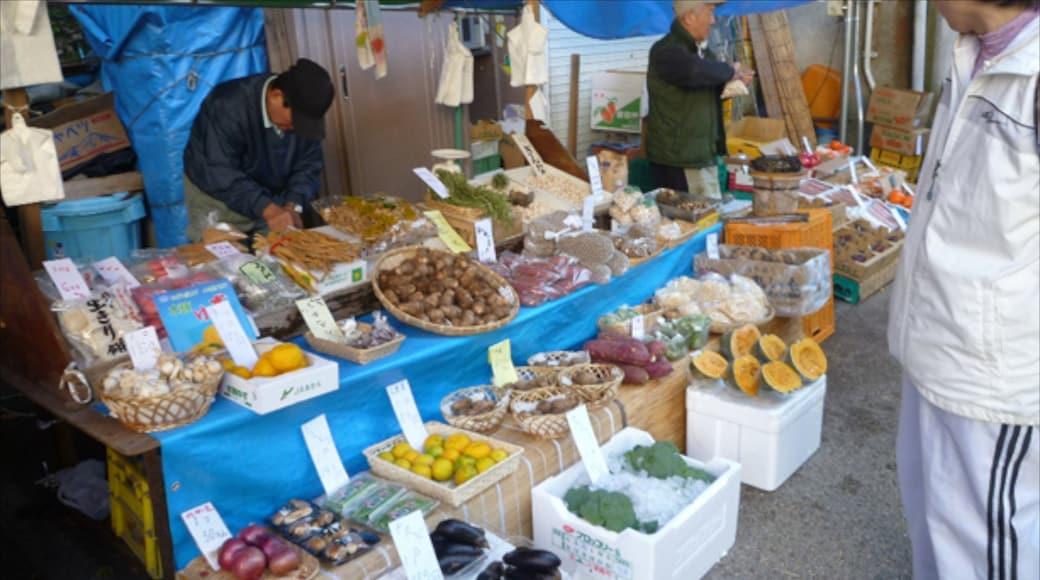 箕面市 呈现出 市場 和 食物