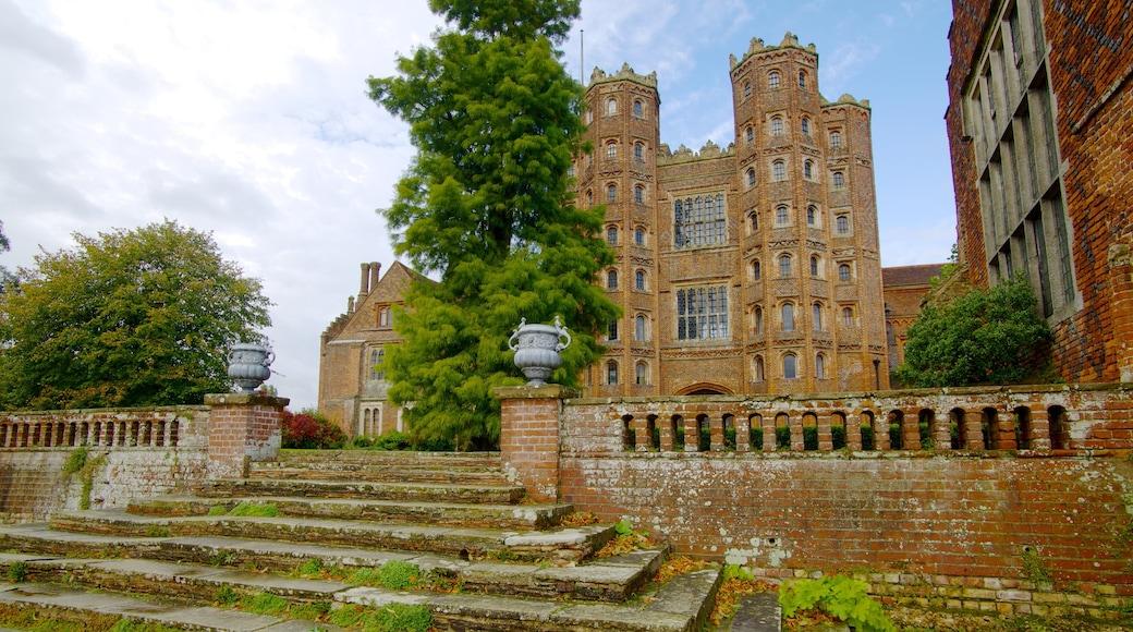 Layer Marney Tower montrant patrimoine architectural, château et patrimoine historique