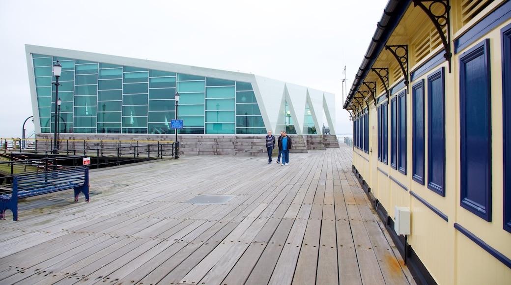 Southend Pier ofreciendo arquitectura moderna