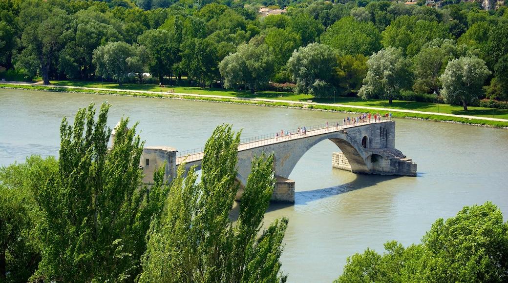 Parc des Expositions qui includes rivière ou ruisseau, patrimoine architectural et pont