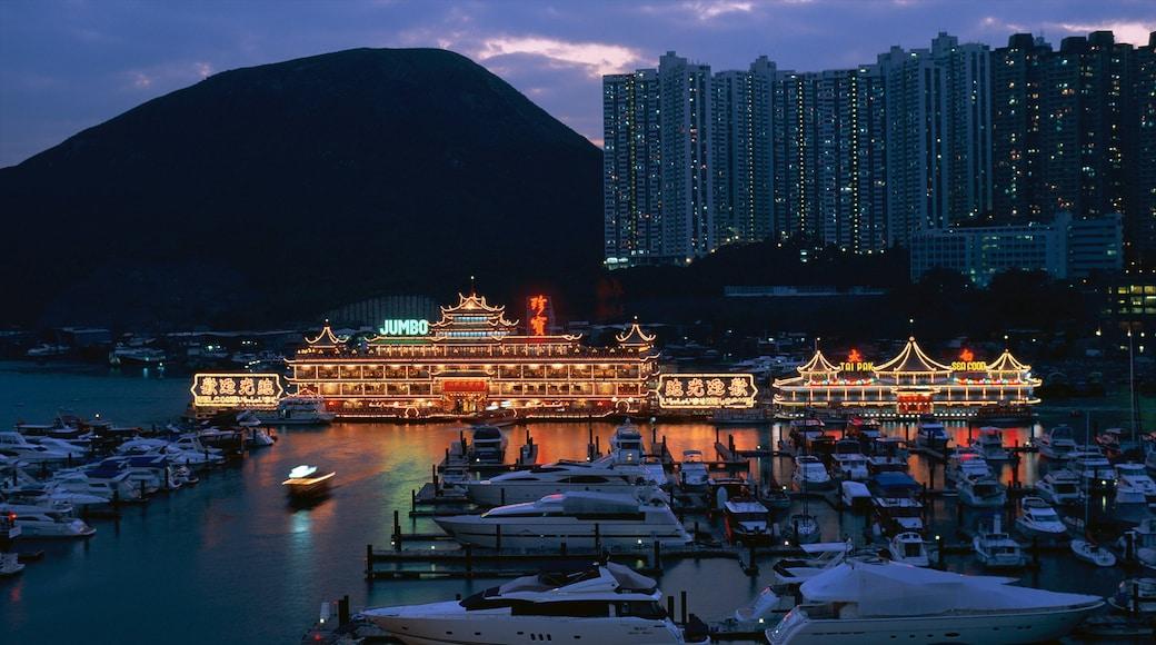 香港仔 呈现出 海灣或海港, 城市風景 和 高樓大廈