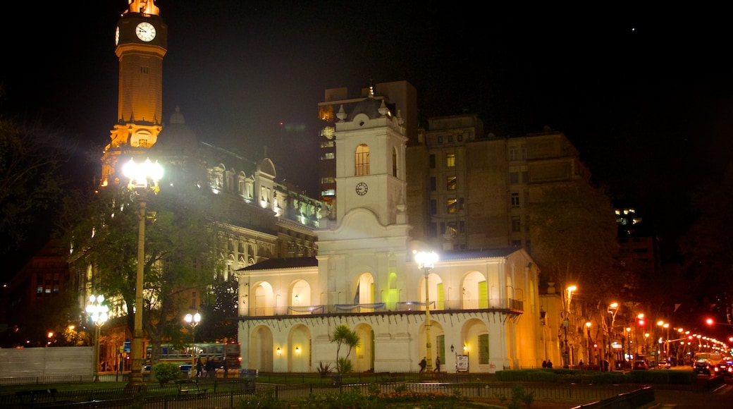 Cabildo which includes heritage architecture, night scenes and a city