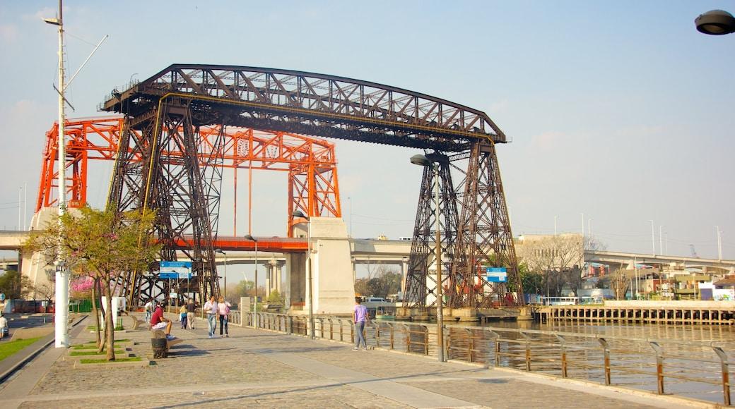 Avellaneda mostrando ponte