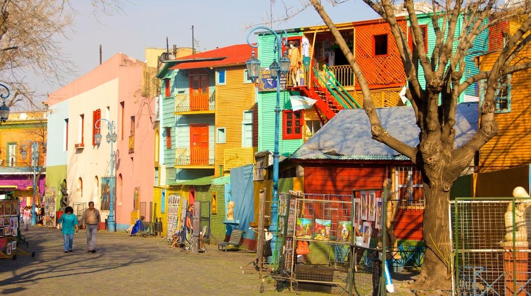 La Boca showing a house