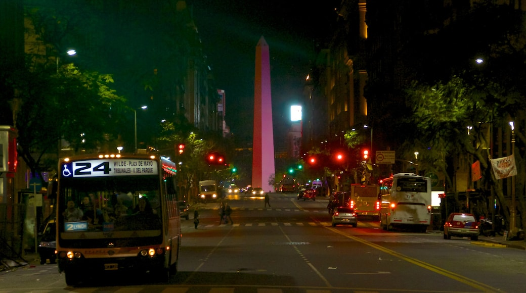 Obelisco showing street scenes, night scenes and a city