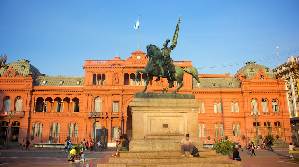Casa Rosada caratteristiche di piazza, statua o scultura e architettura d\'epoca