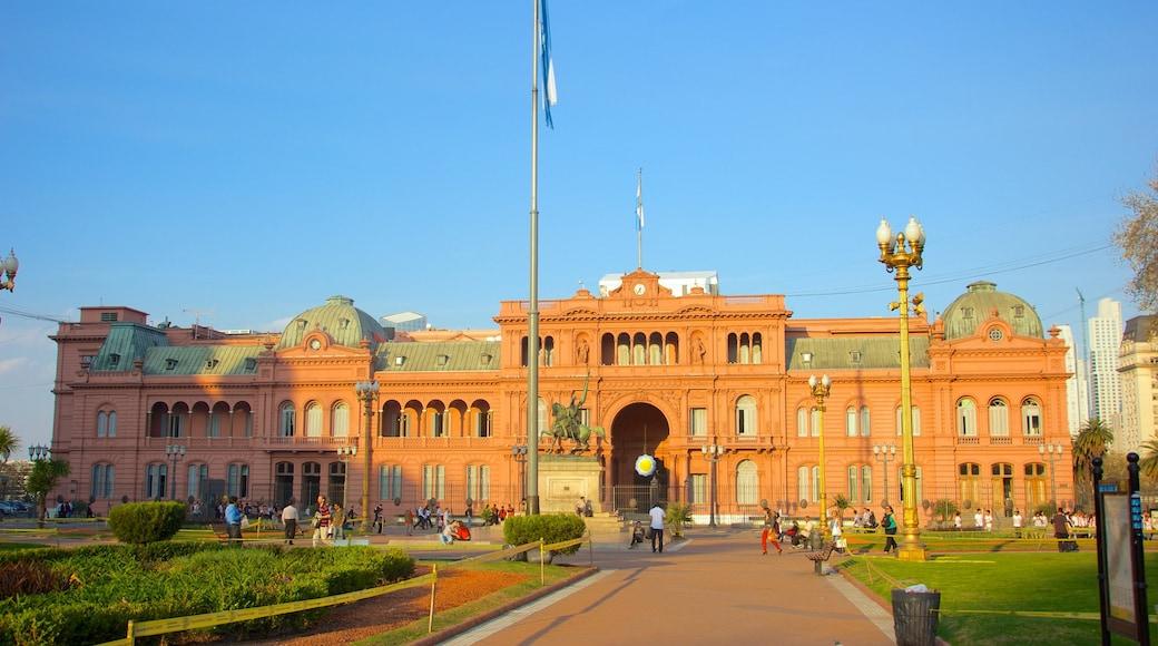 Casa Rosada mostrando piazza, architettura d\'epoca e oggetti d\'epoca