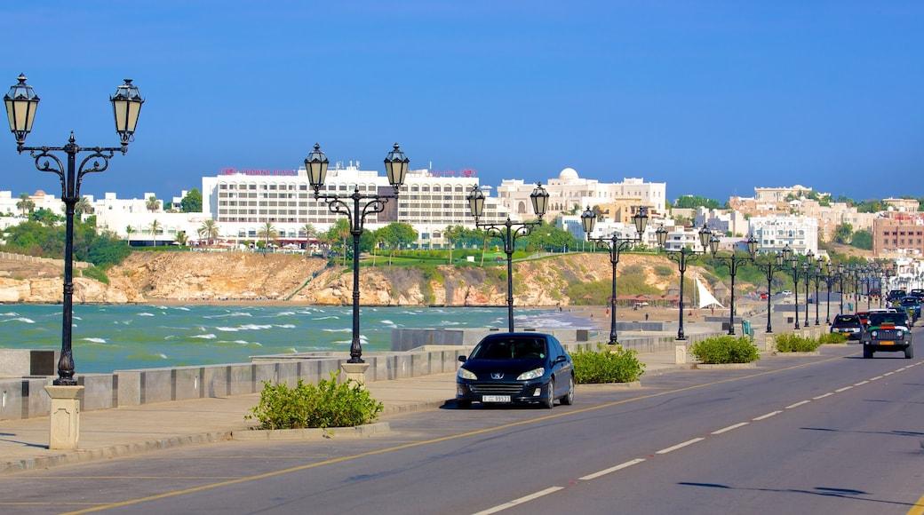 Shatti Al Qurum mit einem Küstenort, allgemeine Küstenansicht und Umherreisen