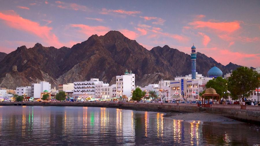 馬斯喀特 设有 夕陽 和 綜覽海岸風景