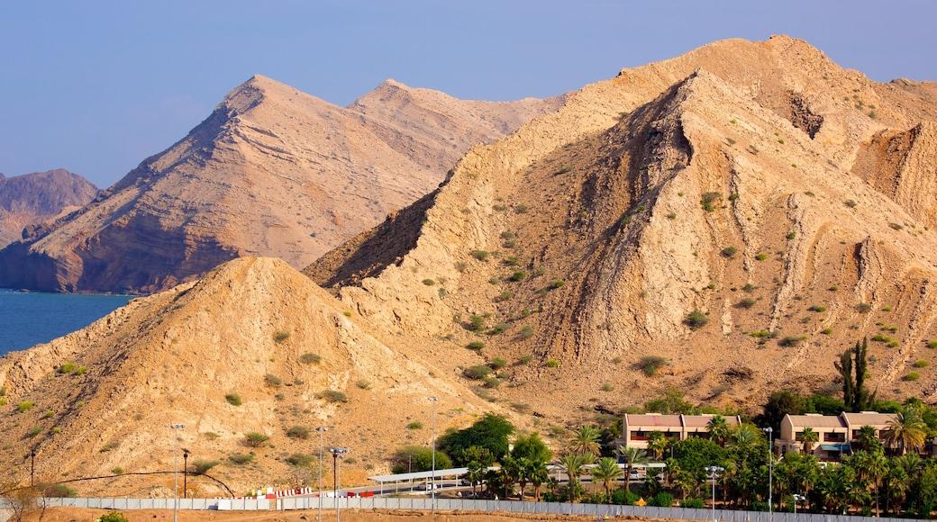Shatti Al Qurum das einen Berge