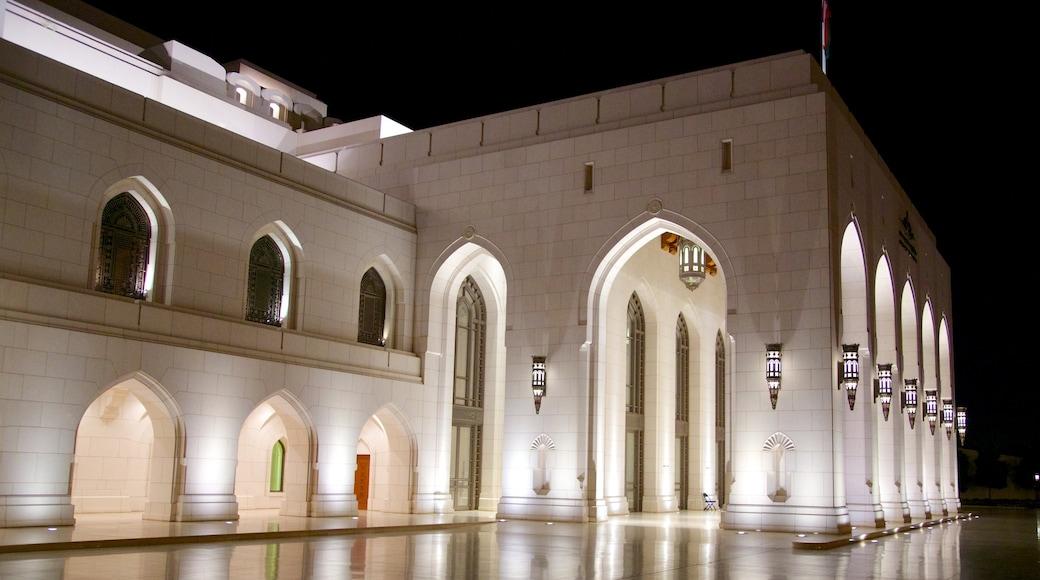 Muscat das einen Theater, historische Architektur und bei Nacht