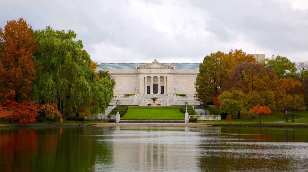 Cleveland Museum of Art showing autumn colours, a pond and heritage architecture
